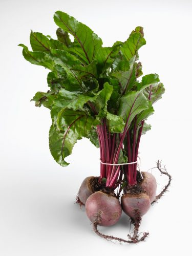 Fresh beetroot with leaves Reporters / Mainstream_data