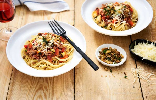 Spaghetti Bolognese mit Crunchy-Topping